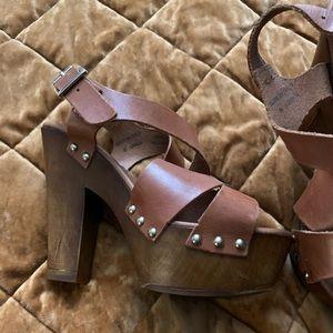 Steve Madden brown leather platform clogs